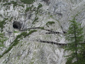 Ostatni odcinek drogi do Eisriesenwelt Höhle w Austrii