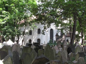 Cmentarz żydowski w dzielnicy Josefov w Pradze