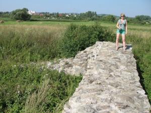 Fundamenty zamku w Bieławinie