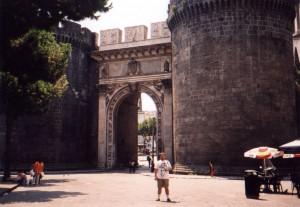 Brama Kapuańska w Neapolu we Włoszech