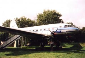 Samolot Ił, w którym kiedyś była kawiarnia tuż obok resztek zamku w Wieruszowie