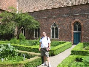 Wirydarz klasztoru Ter Apel w Holandii