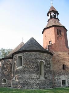 Kościół romański w miejscowości Stronia