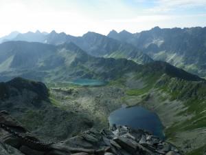 Widok ze Świnicy na Dolinę Pięciu Stawów w Tatrach