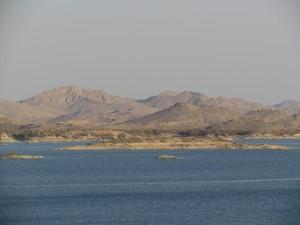 Jezioro Nasera widziane z Wielkiej Tamy Asuańskiej w Egipcie