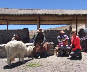 Rodzina indiańska w Patahuasi podczas wycieczki do Kanionu Colca
