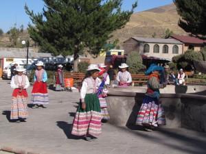 Taniec dzieci przed lekcjami w Yanque