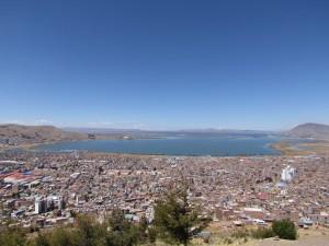 Widok na Puno i Jezioro Titicaca z Mirador del Condor