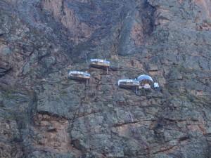 Sky lodge - skalny hotel na trasie pociągu do Machu Picchu