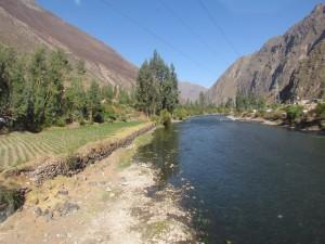 Rzeka Urubamba widziana z pociągu do Machu Picchu