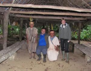 Wizyta u etnicznej rodziny żyjącej w dżungli amazońskiej