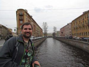 Kanał Gribojedowa oraz kamienica, w której znajduje się Comfitel Demidov Bridge Hotel