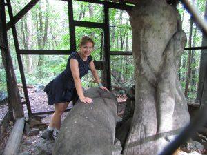 Prehistoryczne rzeźby w drodze na Ślężę