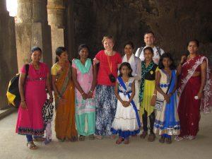 Fotka z miejscowymi na wyspie Elephanta