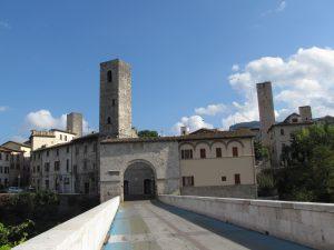 Widok z Mostu Rzymskiego na Ascoli Piceno