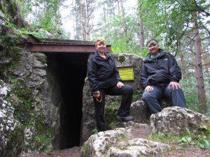 Jaskinia Za Kratą w Rezerwacie Węże na górze Zelce