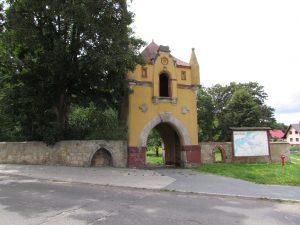 Brama z zamku w Białej Nyskiej
