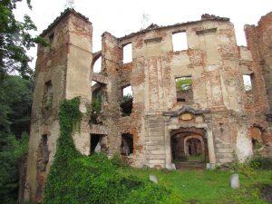 Ruiny zamku w Owieśnie