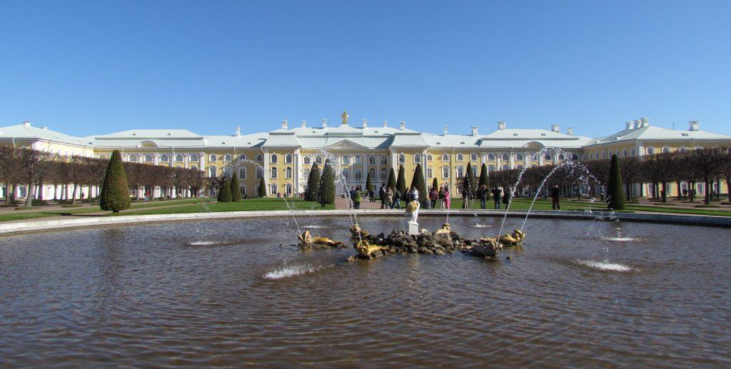 Podmiejska rezydencja Piotra I, czyli pałac Peterhof