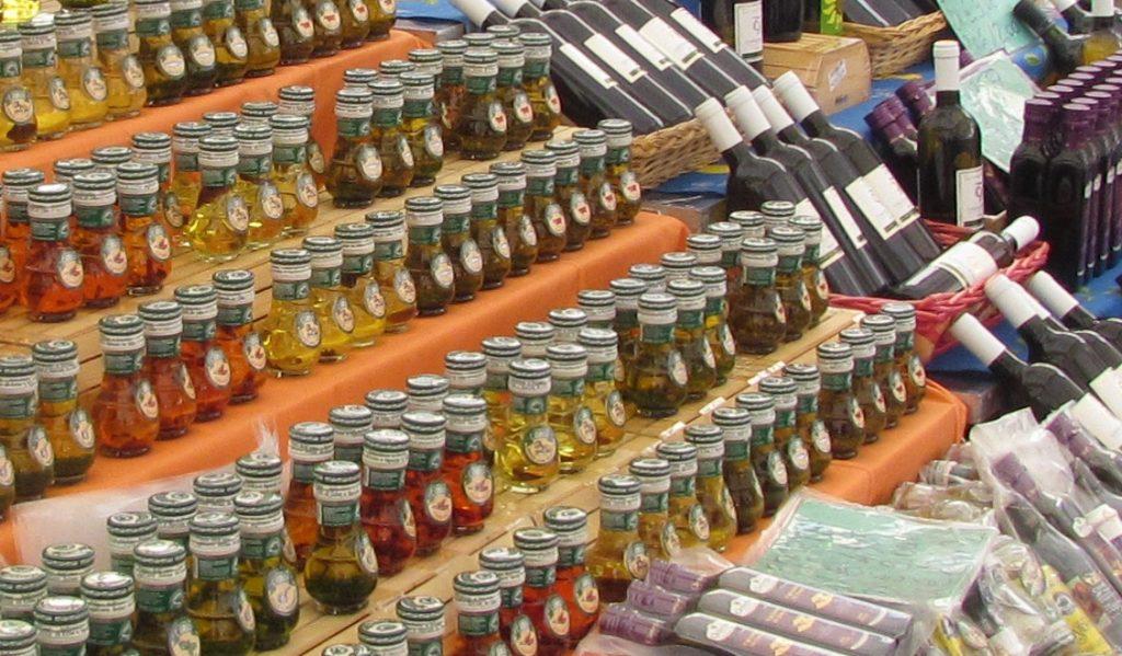Produkty regionalne na Campo de Fiori w Rzymie