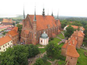 Widok z wieży Radziejowskiego na katedrę we Fromborku