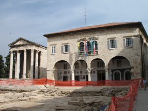 Ratusz i Świątynia Augusta w Puli