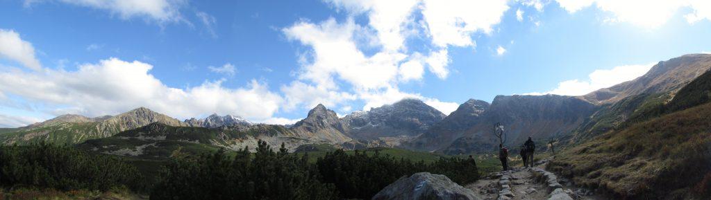 Dolina Gąsienicowa i widok na Świnicę