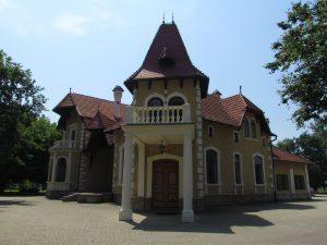 Pałacyk Oborskich na terenie dawnego zamku w Mielcu