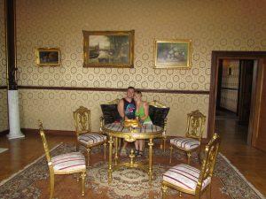 W sali złotej w zamku w Przecławiu