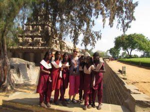 Wycieczka szkolna przy pięciu rydwanach