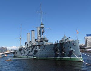 Okręt Aurora na nabrzeżu w Petersburgu