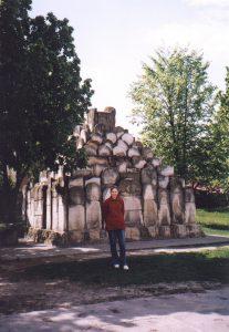 Pomnik z macew w Makowie Mazowieckim