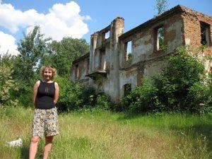 Ruiny XIX pałacu zbudowanego na pozostałościach zamku w Szreńsku