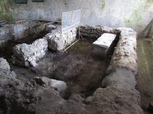 Fundamenty kościoła romańskiego w Wiślicy