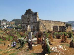 Cmentarz i ruiny kościoła w San Juan Chamula