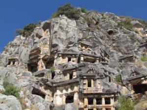 Grobowce skalne w miejscowości Myra