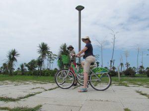 Rowerem po promenadzie w Batumi