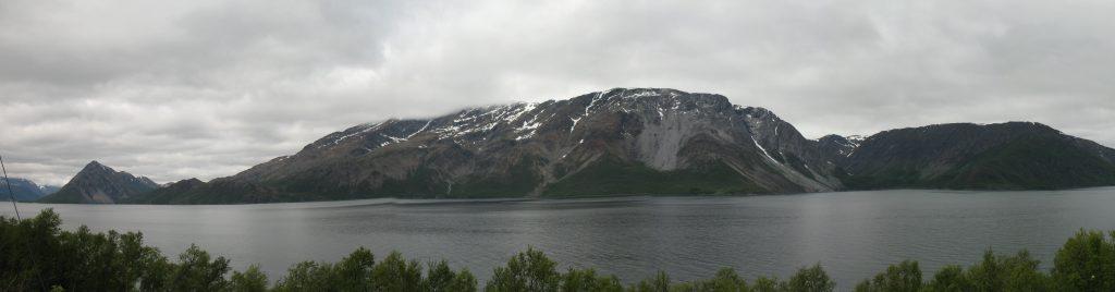 Jazda wzdłuż fiordów w kierunku Alp Lyngen w Norwegii