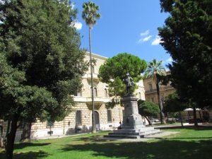 Plac przed Kościołem Świętej Klary - Chiesa di Santa Chiara