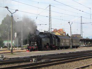 Zabytkowy pociąg na dworcu w Jaworzynie Śląskiej