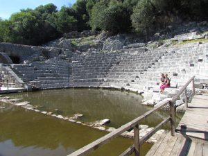 Teatr w Butrincie
