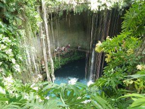 Cenote Ik-Kil nieopodal Chichen Itza