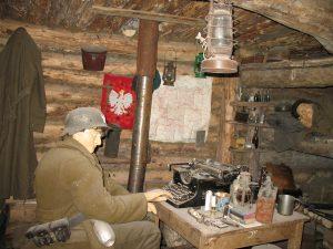 W bunkrze partyzantów w Szymbarku