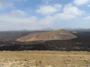 Widok z wulkanu Montaña Blanca na Lanzarote