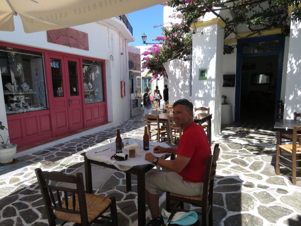 Lunch na malowniczej uliczce Plaki