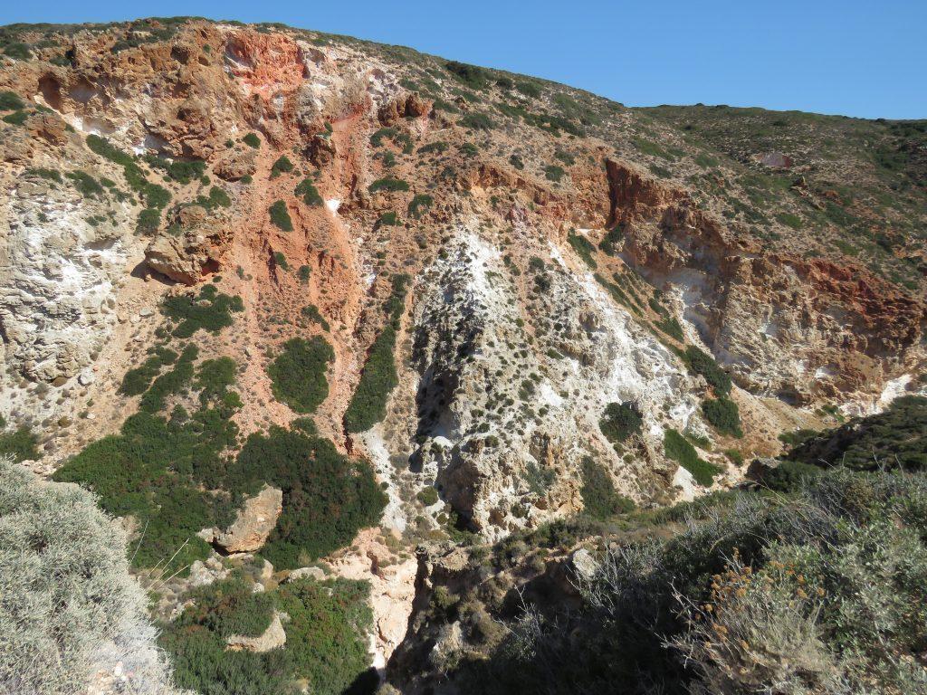 Kolorowe skały w Paliorema