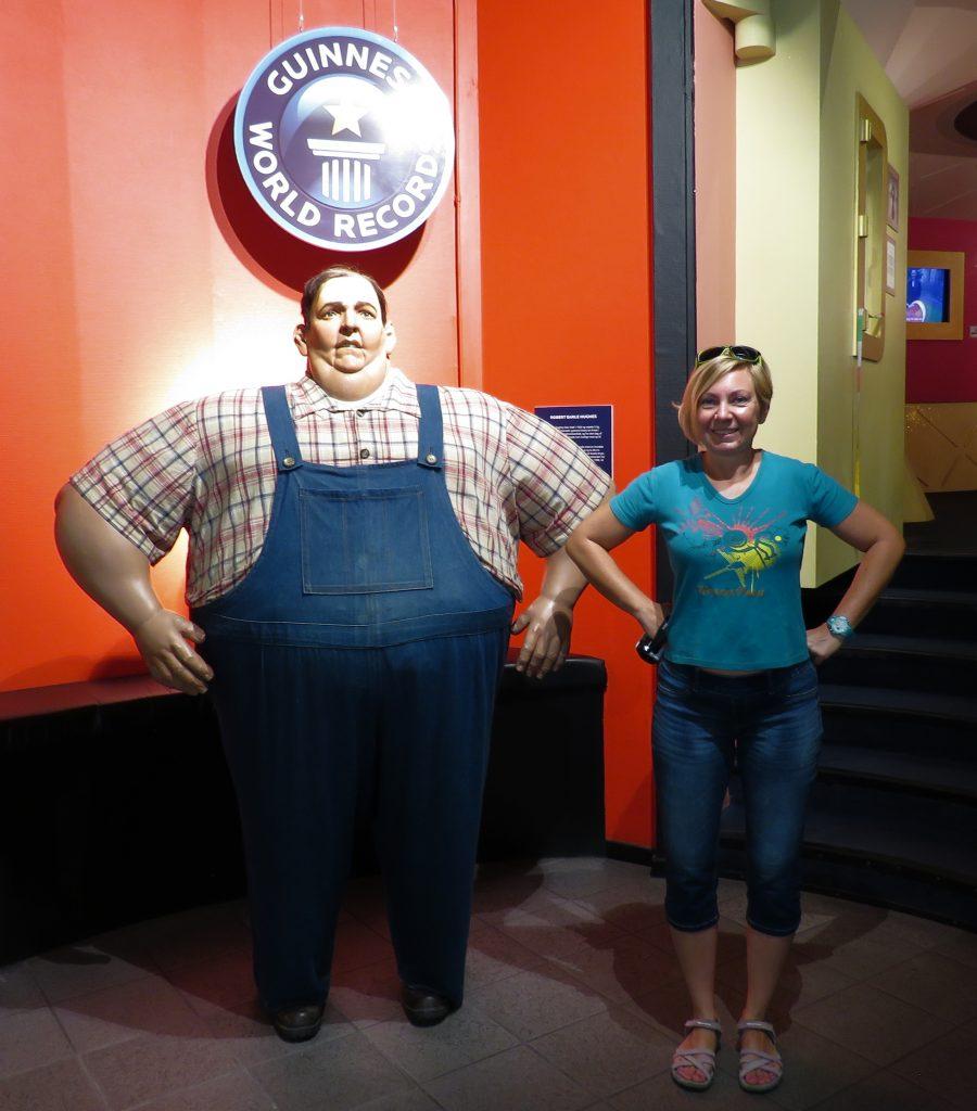Monika z najgrubszym człowiekiem na świecie w Muzeum Rekordów Guinnessa w Kopenhadze