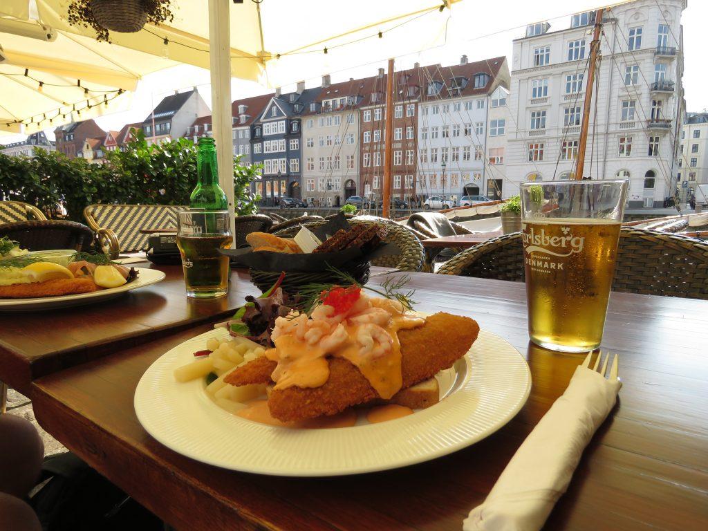 Pyszne jedzenie na Nyhavn w Kopenhadze