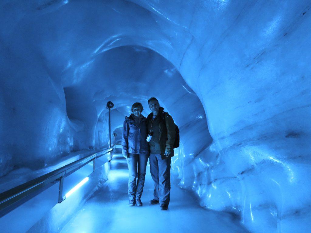 Jaskinia lodowa na Klein Titlis