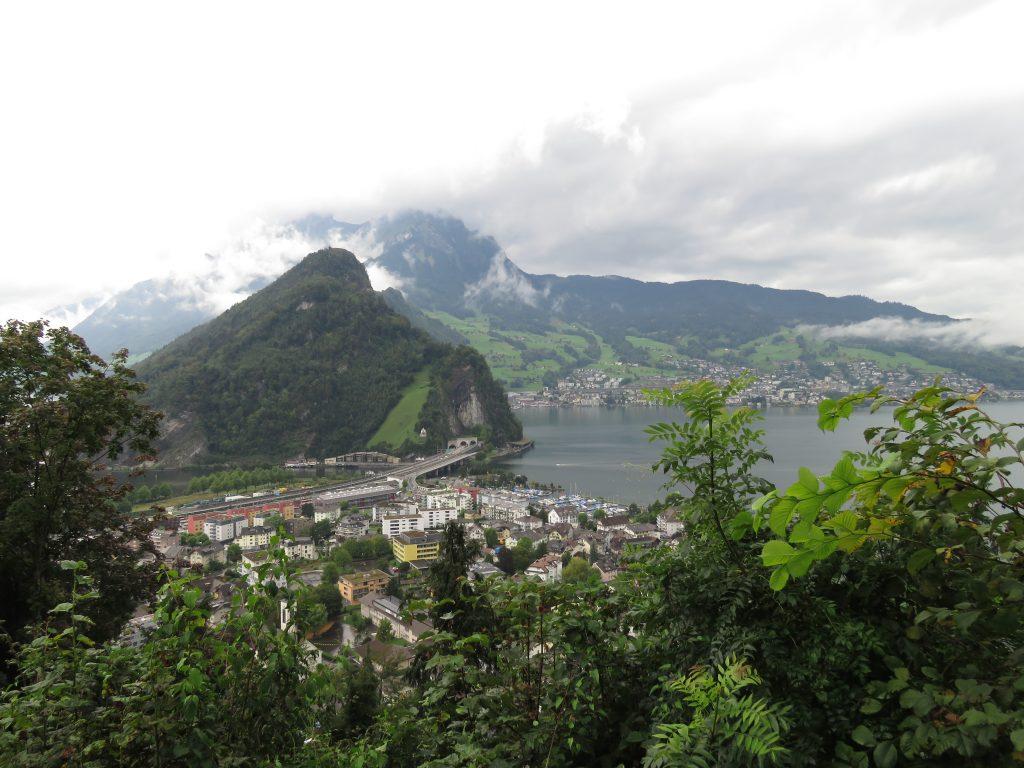 Jezioro Czterech Kantonów widziane z punktu widokowego poniżej Bürgenstock